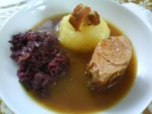 Gefüllte Schweinelende mit Thüringer Klößen und fruchtigem Rotkohl - Rezept