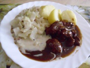 Schweingulasch scharf mit Weißkohlgemüse - Rezept