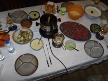 Weihnachtsfondue 2010 mit Zaziki und 7 Dips - Rezept