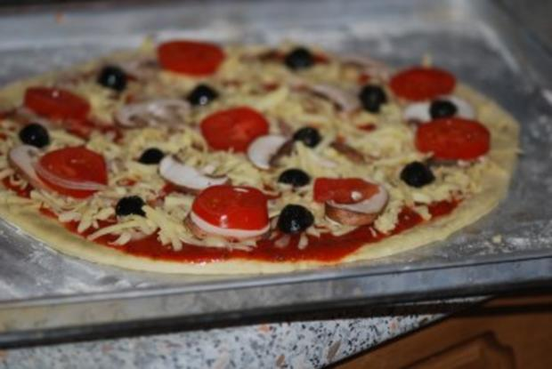 """""""Pizza Prosciutto"""" mit allem Drum und Dran - Rezept - Bild Nr. 8"""