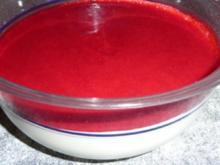 Schmandcreme mit Himbeerspiegel - Rezept