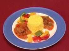 Afro–asiatische Erdnusssoße mit Beef und Paprikagemüse an Safran-Basmatireis (Nana Abrokwa - Rezept