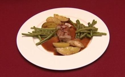 Rehrücken mit Lebkuchensoße, dazu Rosmarinkartoffeln und feine Bohnen (Klaus & Klaus) - Rezept