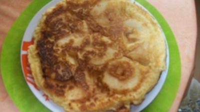 Apfelpfannkuchen mit Sahnehäubchen - Rezept