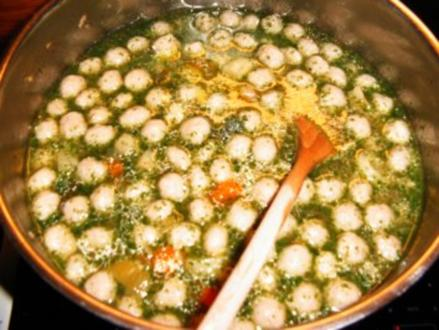 einfache frische Supe mit Hackfleischbällchen - Rezept