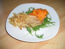 Schnitzel mit Rahmzwiebeln und fritierten Möhrenstreifen - Rezept
