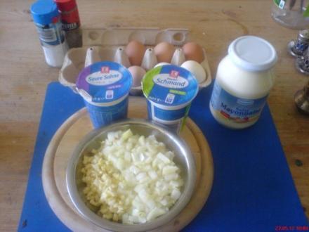 Herzhafter Kartoffelsalat mit Ei u. Speck auf Mayo-Basis - Rezept