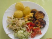 Zucchini paniert nach Wiener Art + Salate an Erdäpfel - Rezept