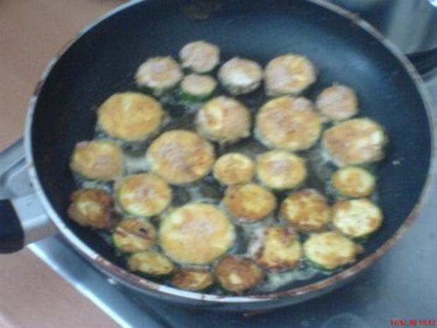 Zucchini paniert nach Wiener Art + Salate an Erdäpfel - Rezept - Bild Nr. 3