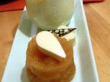 Kaffee-Panna-Cotta mit Kardamom-Gelee, Apfel-Ragout und dekorativem Eierlikör - Rezept