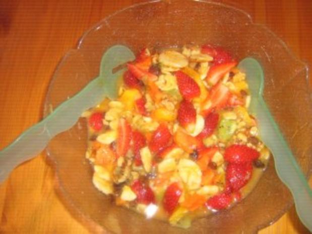 Exotischer Obstsalat mit Erdbeeren - Rezept - Bild Nr. 2