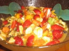 Exotischer Obstsalat mit Erdbeeren - Rezept
