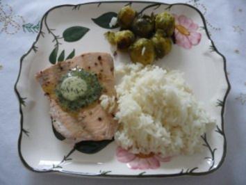 Rezept: Fisch : Lachs und Kräuterbutter mit Reis und Rosenkohl