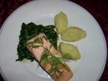 Lachsfilet mit Kartoffel-Lauchstampf und Spinat - Rezept