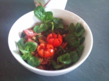 Feldsalat mit Hänchenbruststreifen - Rezept
