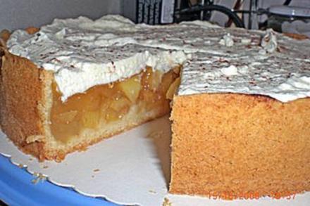 Apfelkuchen mit Zimt-Sahnehaube - Rezept