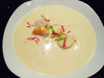 Suppe: Chilli-Kokos-Suppe mit Garnelen und Jacobsmuscheln - Rezept