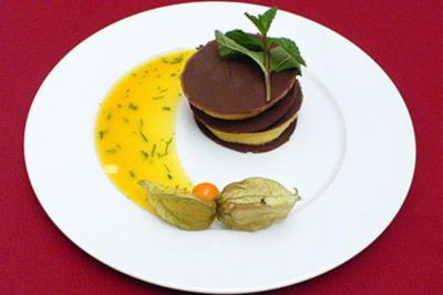 Passionsfruchtmousse mit Orangen-Minze-Olivenöl-Soße - Rezept