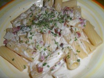 Tortiglioni in Gorgonzola-Speck-Sauce mit Sahne - Rezept