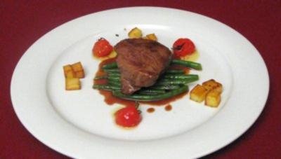 Argentinisches Rindersteak mit grünen Bohnen und Kartoffelwürfeln - Rezept