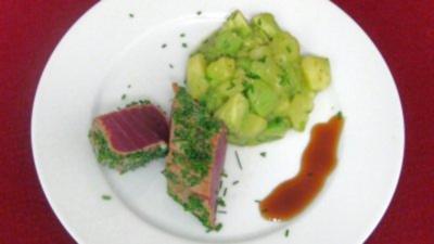 Kurz gegrillter Tunfisch mit Avocado-Kartoffelsalat - Rezept