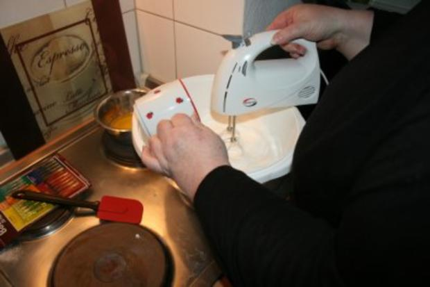 Torten: Trüffeltorte mit einem Hauch von Zimt - unsere Weihnachtstorte - Bilder sind on - - Rezept - Bild Nr. 9
