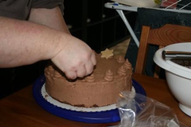 Torten: Trüffeltorte mit einem Hauch von Zimt - unsere Weihnachtstorte - Bilder sind on - - Rezept - Bild Nr. 33