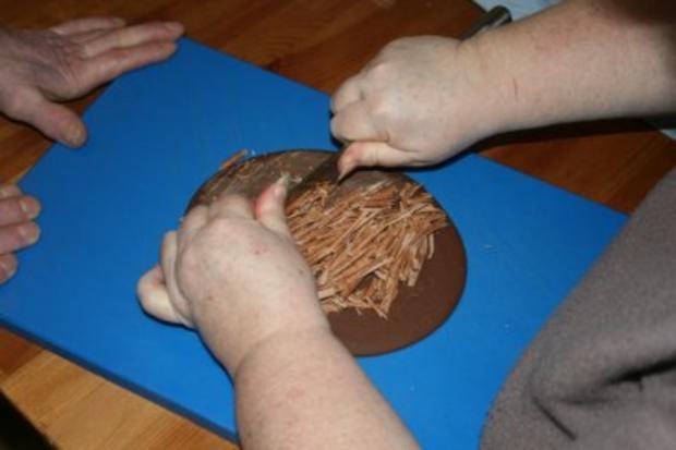Torten: Trüffeltorte mit einem Hauch von Zimt - unsere Weihnachtstorte - Bilder sind on - - Rezept - Bild Nr. 38