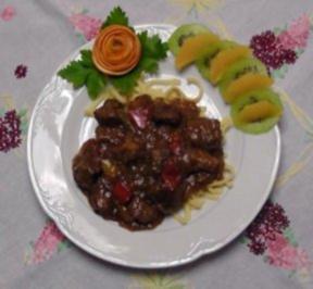 Paprika- Zwiebelgulasch - Rezept