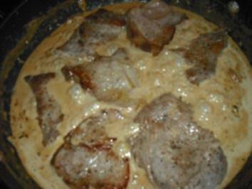 Rezept: Minutensteak's mit Zwiebel-Sahne Soße & Röstkartoffeln