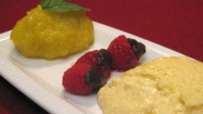 Mango-Sorbet, gefüllte Himbeeren und weiße Schokoladen-Mousse - Rezept