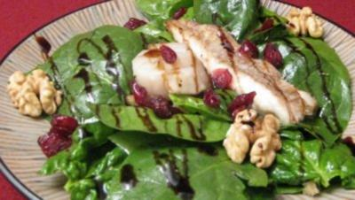 Doradenfilets auf Blattsalat mit Orangen-Walnuss-Cranberry-Vinaigrette - Rezept