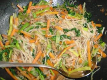 Gemüse :  Wok-Pfanne mit viel Gemüse, Reisnudeln und Rinderstreifen - Rezept
