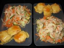 Gemischter Rohkostsalat mit überbackenen Vollkorn-Käsebrötchen - Rezept