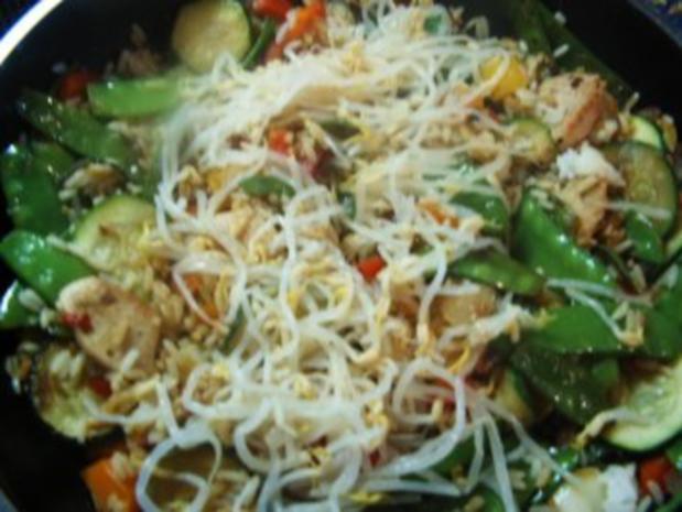 Gebratener Reis mit Hähnchen und Bambussprossen - Rezept - Bild Nr. 4