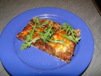 Zwiebel-Speckkuchen mit Mozzarella und Rucola (für ein Blech)     (Fotos) - Rezept