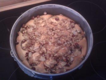 Apfelkuchen mit karamellisierten Nüssen - Rezept