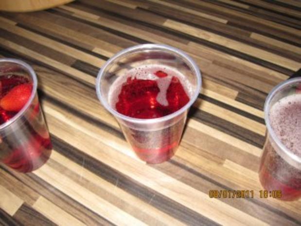 Erdbeer-Rotwein-Ginger Ale  Bowle - Rezept - Bild Nr. 4