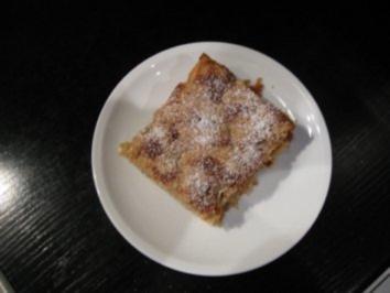 saftiger Apfelkuchen mit Haselnüssen und Streusel - Rezept