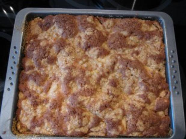 saftiger Apfelkuchen mit Haselnüssen und Streusel - Rezept - Bild Nr. 2