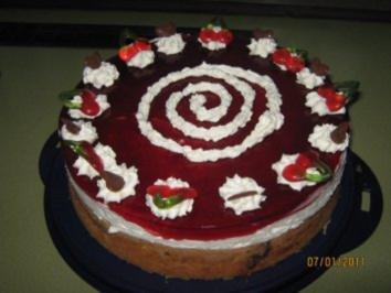 Quark-Kirsch-Kuchen mit Schwarz-Weiss Boden - Rezept