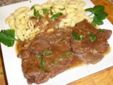 Rindschnitzel in Rotwein- Zwiebelsauce - Rezept