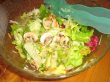 Bunter Blattsalat mit frischen Champignons - Rezept