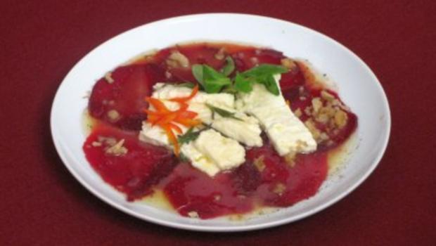 Gebackener bulgarischer Feta mit Honig und Rosmarin an Roter Bete - Rezept