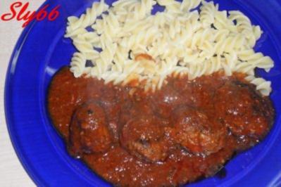 Fleischgerichte:Hackfleischbällchen in Tomatensoße - Rezept