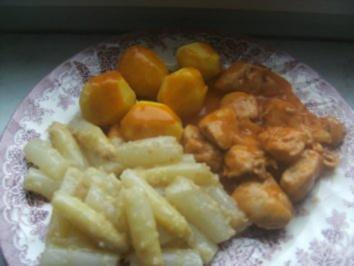 Hähnchengulasch mit frischem Spargel und Salzkartoffeln. - Rezept
