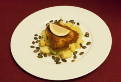 Schweineschnitzel Wiener Art mit steirischem Erdäpfel-Gurkensalat (Kay Böger) - Rezept