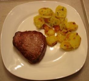 Rinderfiletsteak (medium) mit Bratkartoffeln - Rezept
