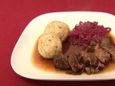 Kalbsrouladen mit Rotkohl und Semmelknödel (Arved Birnbaum) - Rezept