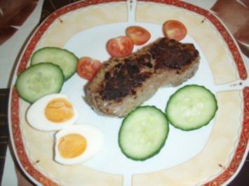 Rindersteak mit einem gemischten Salat - Rezept